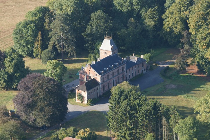 Dans une aile du château de Wallay, appart max 9 p.
