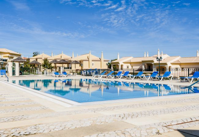 Holiday home for rent Lagos Portugal with Pool to share