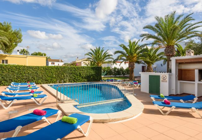 Apartment for rent Cala Blanca Espagne with Pool to share