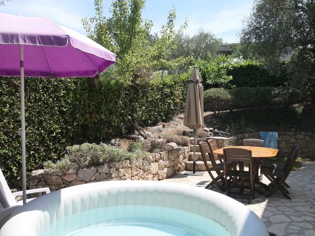 Mooie villa, rustig in een afgesloten ruimte met tuin en Spa