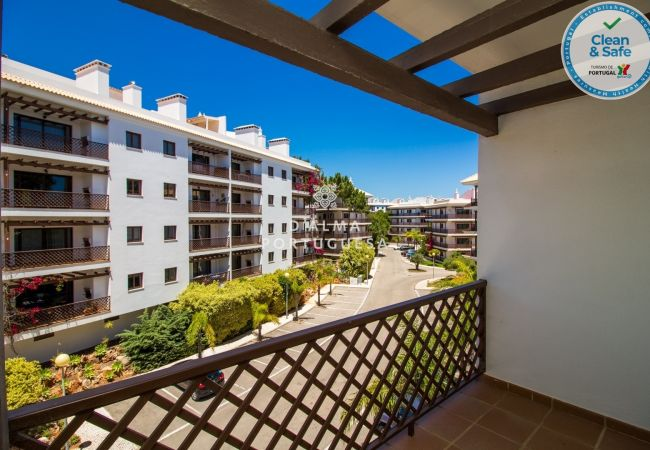 Apartment for rent Albufeira Portugal with Pool to share