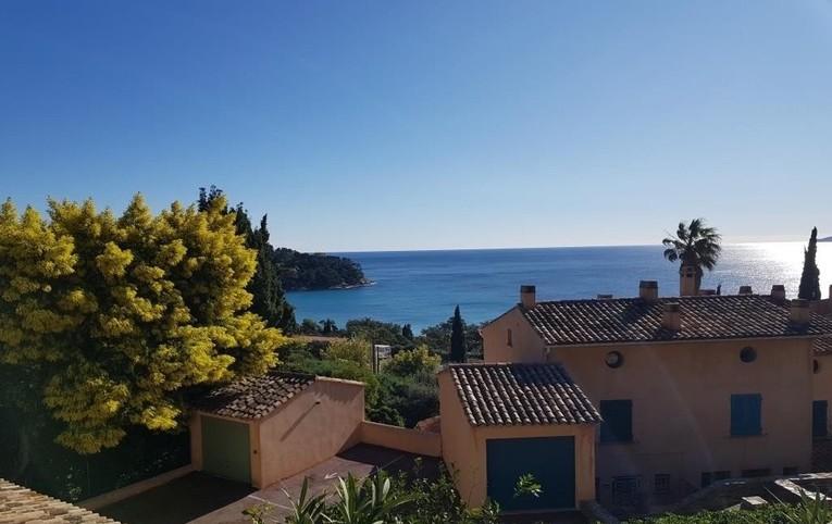 Villa met zeezicht op 250 meter van het strand