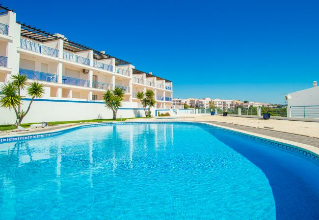 Holiday home for rent Luz Portugal with Pool to share