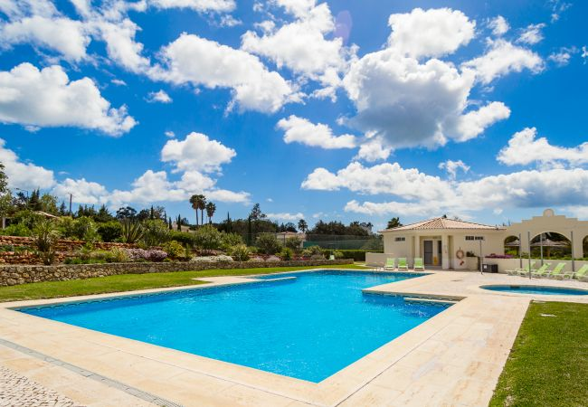 Holiday home for rent Carvoeiro Portugal with Pool to share