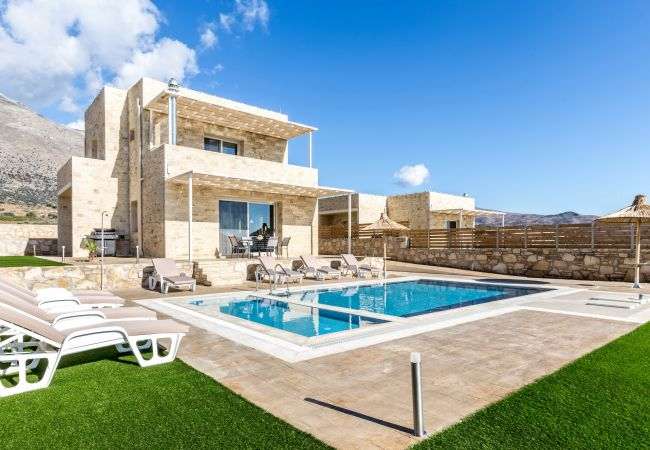 Holiday home for rent Triopetra Grèce with Private pool