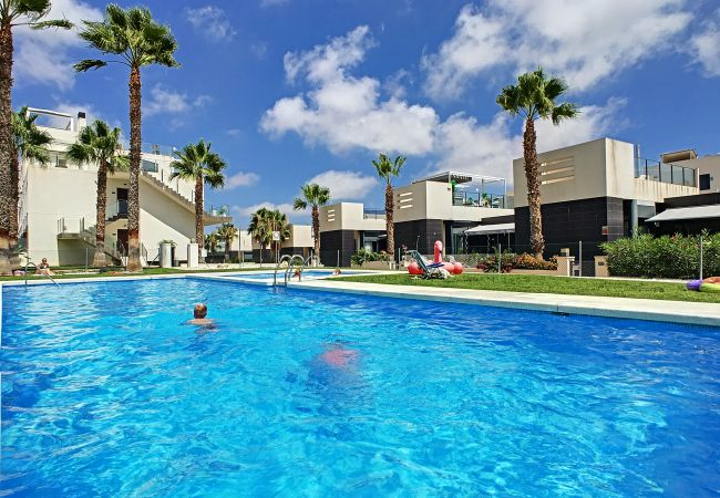 Camping for rent Orihuela Costa Espagne with Pool to share