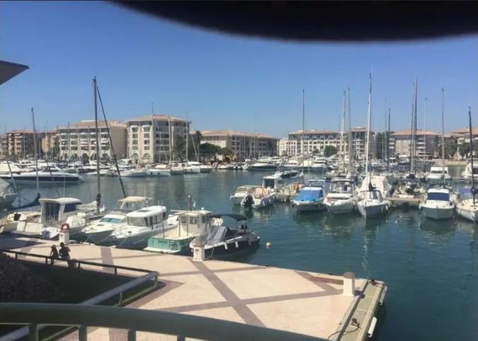 Mooi appartement in de haven, 3 kamers, prachtig uitzicht op de haven, strand op 50m, Port Fréjus