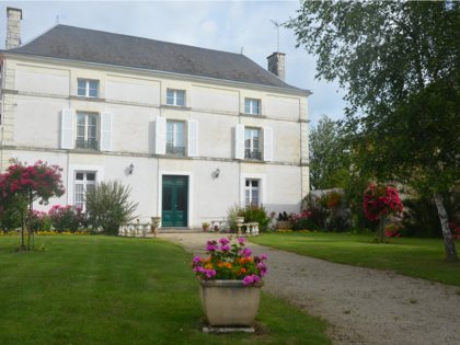 Deux gîtes : La Maisons des Tilleuls et les rosiers à Thurageau