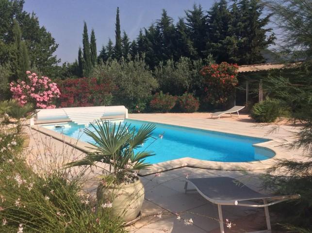 Zon de Provence huisjes met zwembad op het platteland