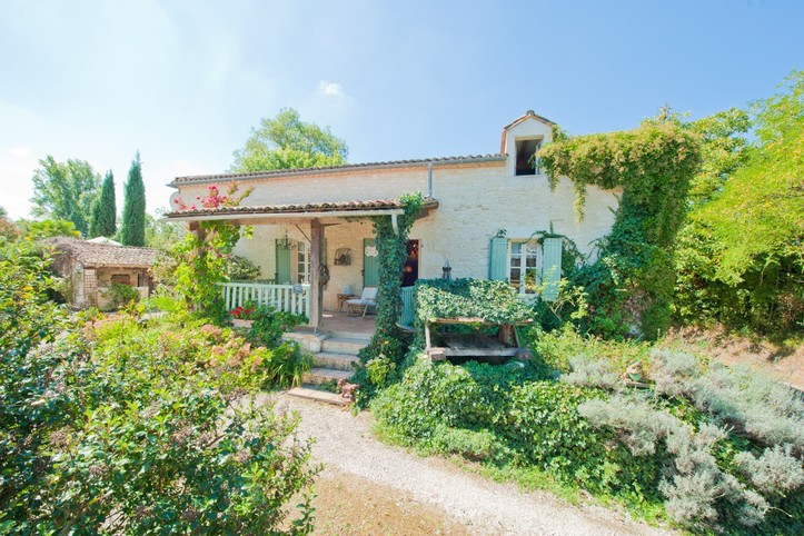 Perigord, beautiful stone property for 8 people with swimming pool