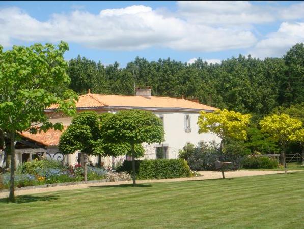 La Pommeraie : Chambres d'hôtes à Landeronde
