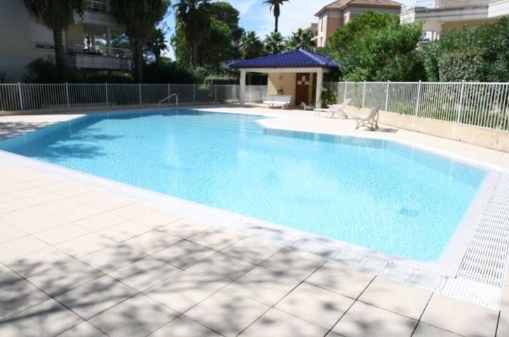 Magnifique T2 de 50 m² en Rez de jardin. Résidence sécurisée de standing avec piscine.