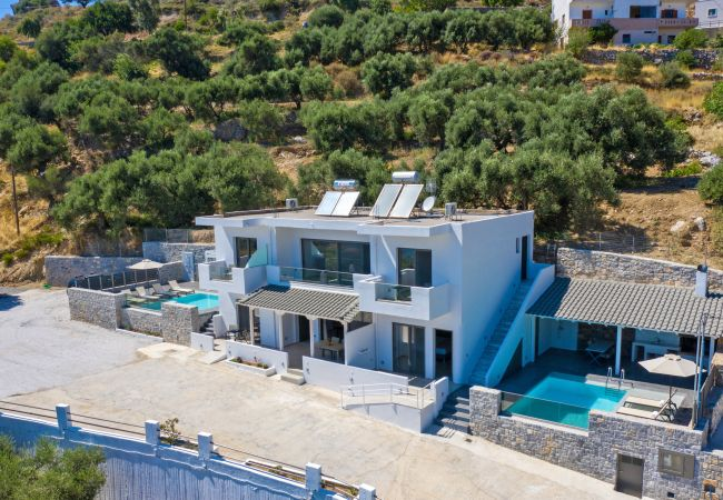Holiday home for rent Selia Grèce with Private pool