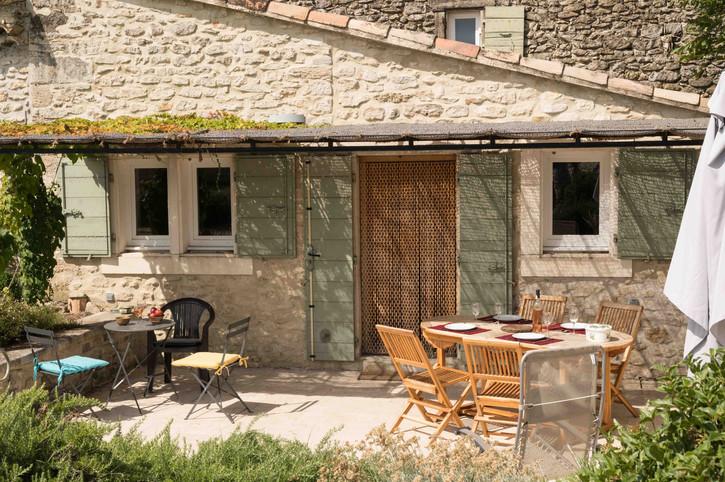 Cottage wordt opgezet in de outs en diensten van de 'La Bartavelle' boerderij