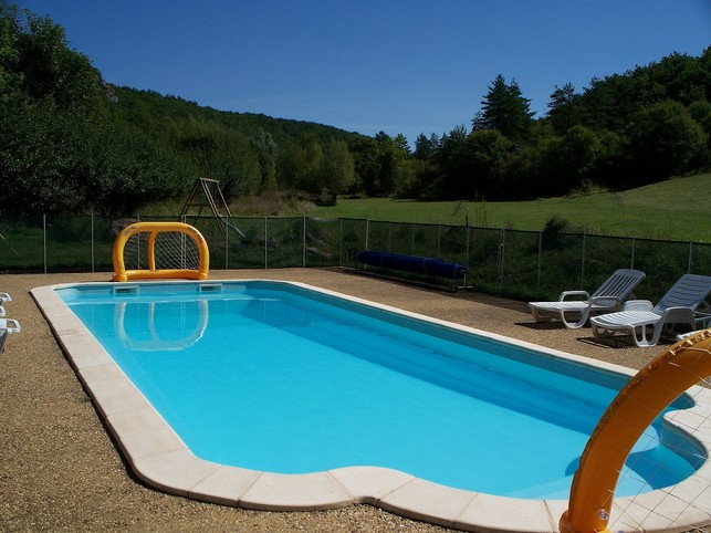 Quiet cottage, in the countryside, with swimming pool