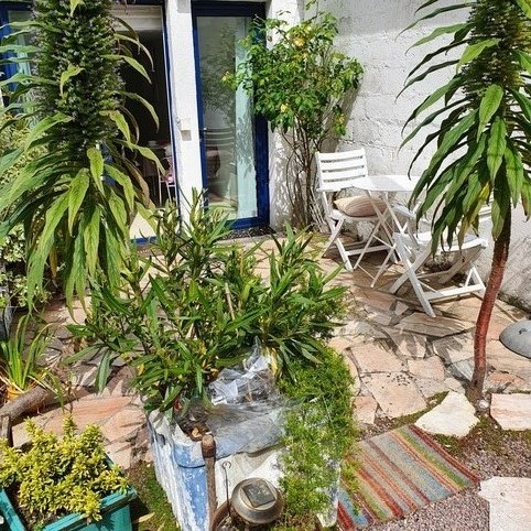 a charming studio in the DRC of a villa 200m from the beach