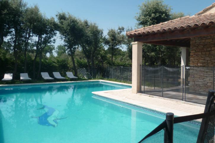 Villa indépendante avec grande piscine au calme