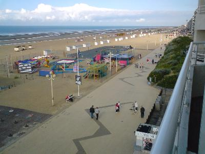 Apartment to the sea in De Panne