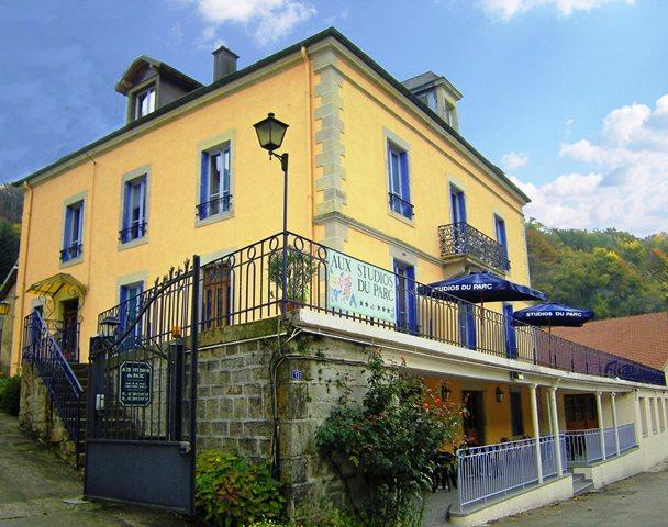 Aux Studios du Parc:  Hébergement location de chambres, gites, studios et appartements vacances à Plombières les Bains