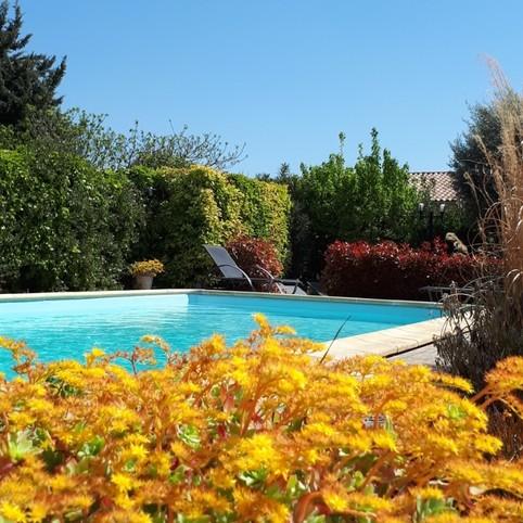Vrij charmant huis met Engelse tuin en zwembad