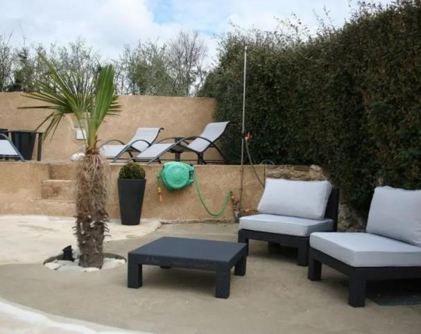 Charmante villa met overloopzwembad. voor 4 personen - Entrechaux