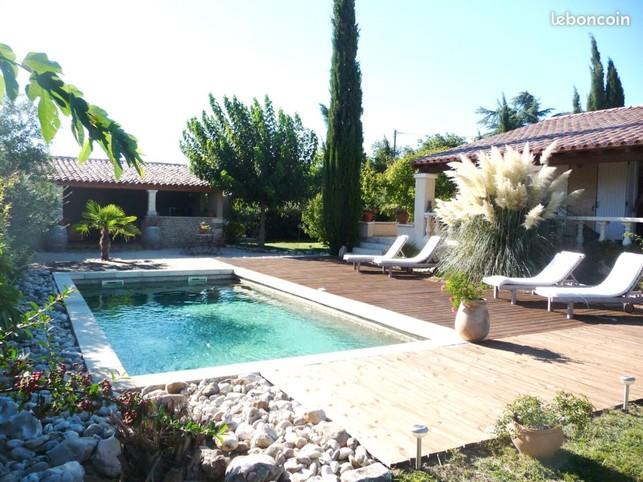 UZES Sud de la France location villa jardin piscine wifi