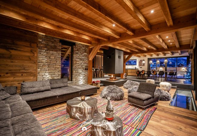 Wonderful chalet 24 persons La salle Les Alpes ski in and out at l'Aravet