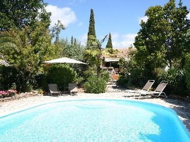 Spacieuse villa avec piscine chauffée à Seillans