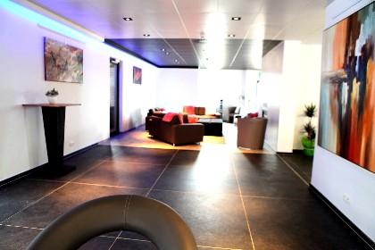 den e location grand g te de luxe maredsous. Black Bedroom Furniture Sets. Home Design Ideas