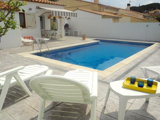 L 39 escala villa piscine priv e 7 personnes maisons de for Week end piscine privee