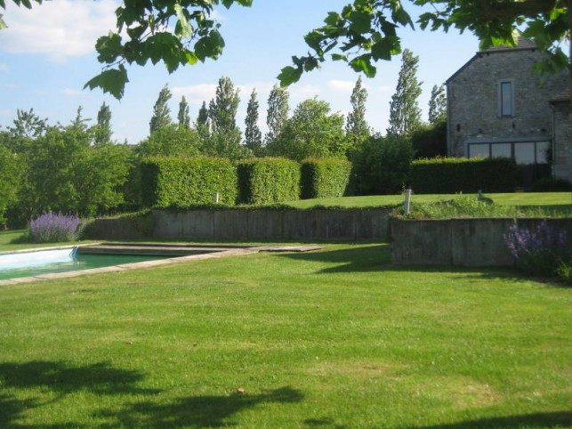 Large gite for 18 people, very large living room (reception room for 40 people), tennis, swimming pool, petanque