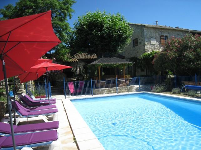 Mons gites piscine uzes ales for Accessoire piscine uzes