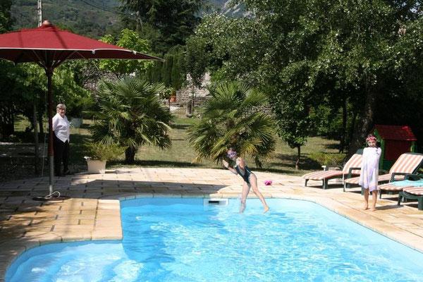 Jaujac gite avec piscine louer en ard che maisons de for Ardeche gites avec piscine