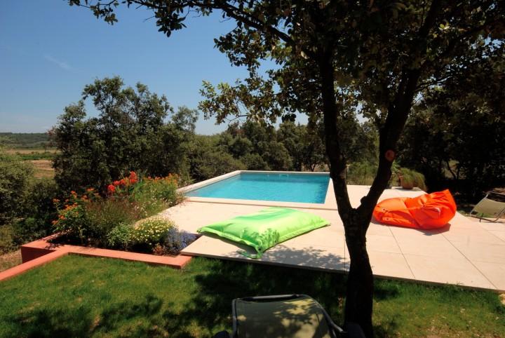 Cabrieres maison pr s pont du gard uz s avec piscine for Camping pont du gard avec piscine