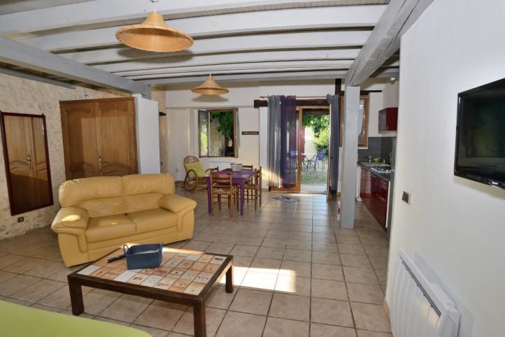 rousson location en campagne espace et confort. Black Bedroom Furniture Sets. Home Design Ideas