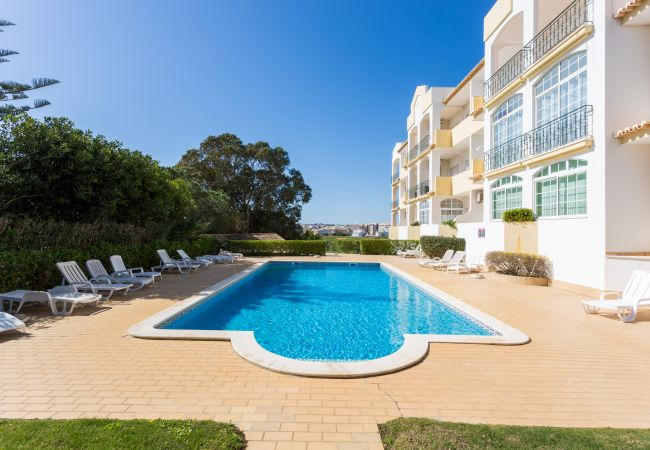 Apartment for rent Lagos Portugal with Pool to share