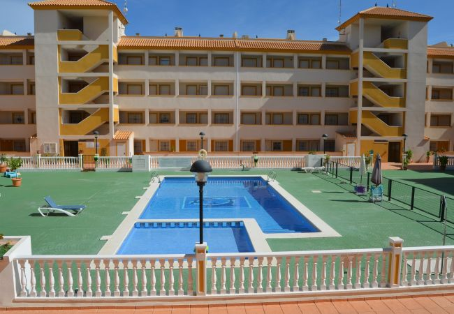 Apartment for rent Mar De Cristal Espagne with Pool to share