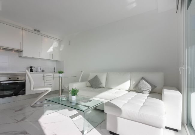 Apartment for rent Playa De Las Americas Espagne with Pool to share