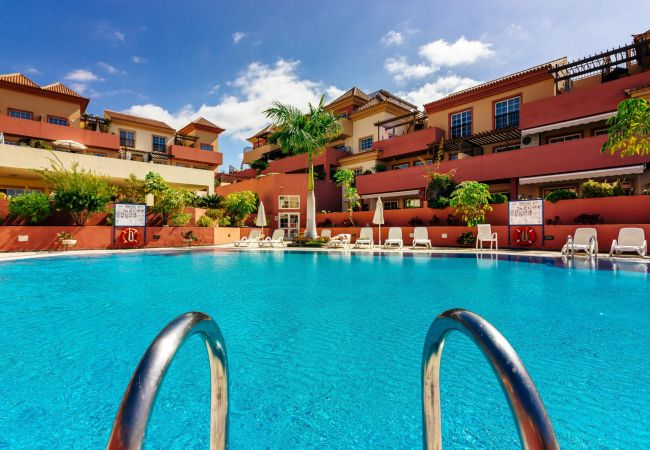 Apartment for rent Costa Adeje Espagne with Pool to share