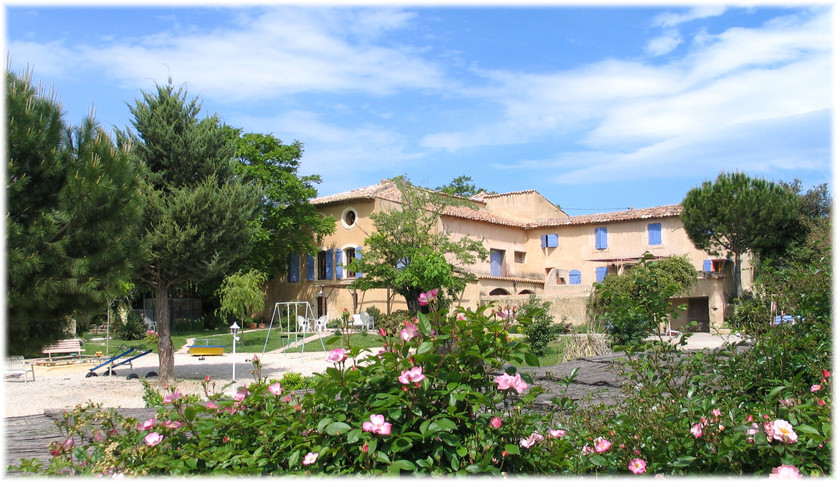 Gites in the Luberon with swimming pool and tennis