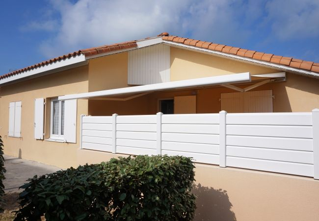 Holiday home for rent Biscarrosse France with Pool to share