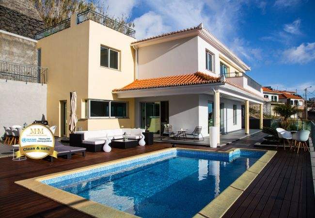 Holiday home for rent Calheta Portugal with Private pool