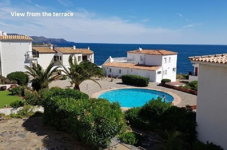 Zeer mooi appartement met zwembad aan zee